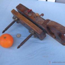 Antigüedades: ANTIGUO CEPILLO MOLDURERO ACANALADOR EXTENSIBLE. JOSÉ MERCADER. Lote 40358693