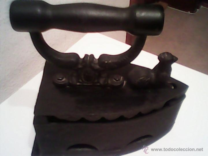 ANTIGUA PLANCHA A CARBON EN MUY BUEN DE LOS AÑOS 30.40. (Antigüedades - Técnicas - Planchas Antiguas - Carbón)