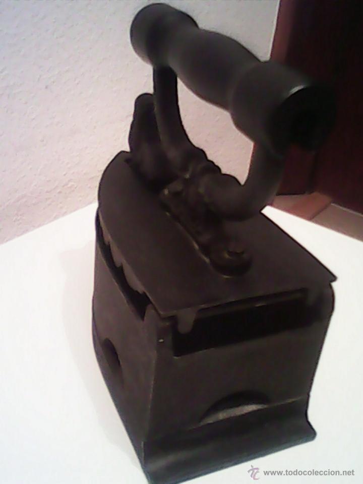 Antigüedades: ANTIGUA PLANCHA A CARBON EN MUY BUEN DE LOS AÑOS 30.40. - Foto 7 - 186062148