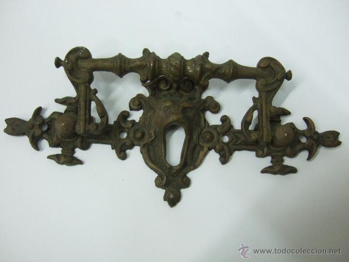 Antigüedades: TIRADOR - MANILLA - DE BRONCE - 15 X 7 - CABEZAL DE LEON CON BOCALLAVE - Foto 3 - 40519154