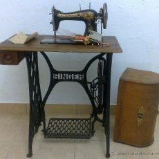 Antigüedades: COMPLETA Y ANTIGUA MAQUINA DE COSER SINGER.. Lote 40651541
