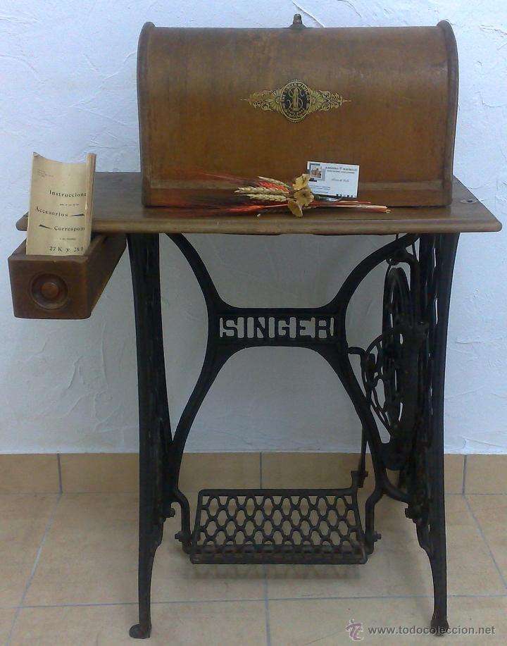 Antigüedades: COMPLETA Y ANTIGUA MAQUINA DE COSER SINGER. - Foto 2 - 40651541
