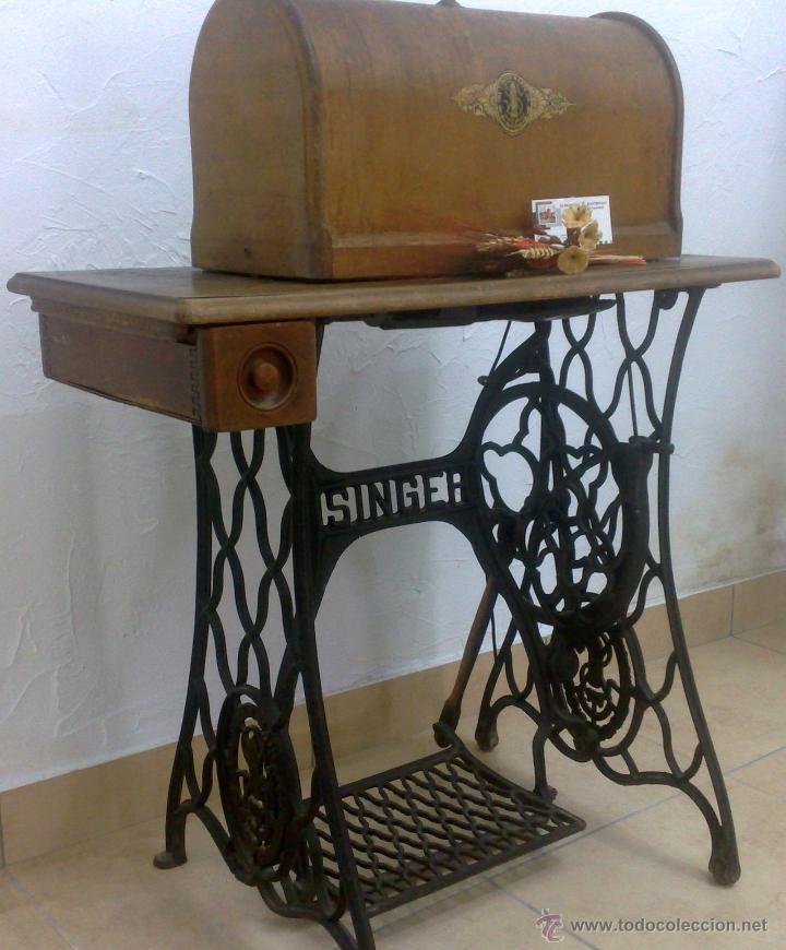 Antigüedades: COMPLETA Y ANTIGUA MAQUINA DE COSER SINGER. - Foto 4 - 40651541