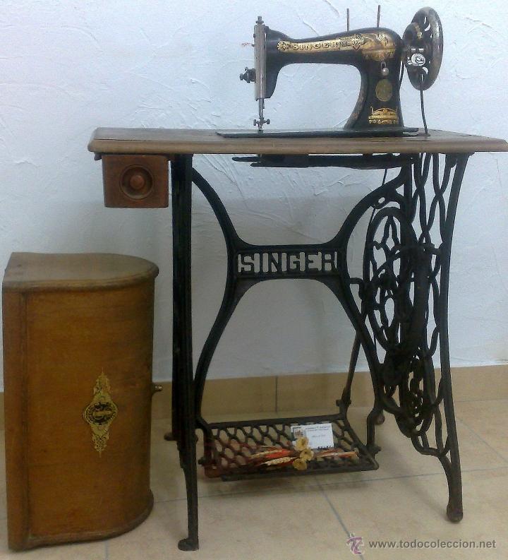 Antigüedades: COMPLETA Y ANTIGUA MAQUINA DE COSER SINGER. - Foto 5 - 40651541