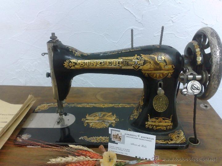 Antigüedades: COMPLETA Y ANTIGUA MAQUINA DE COSER SINGER. - Foto 6 - 40651541