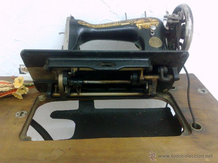Antigüedades: COMPLETA Y ANTIGUA MAQUINA DE COSER SINGER. - Foto 8 - 40651541
