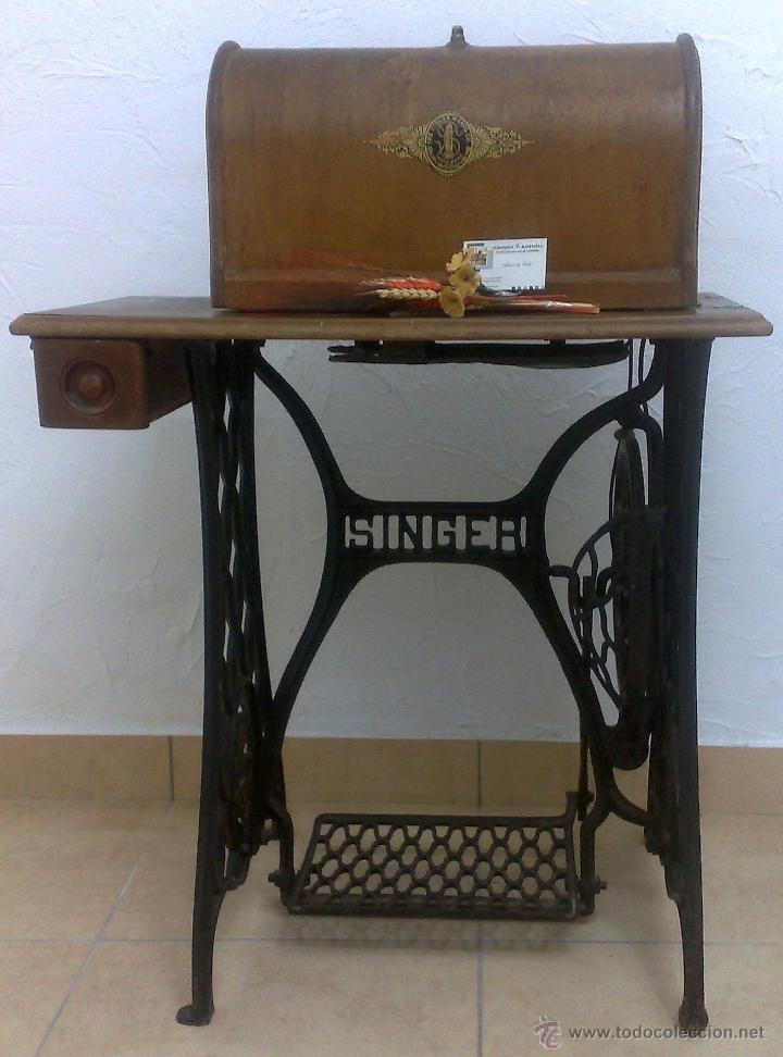 Antigüedades: COMPLETA Y ANTIGUA MAQUINA DE COSER SINGER. - Foto 13 - 40651541