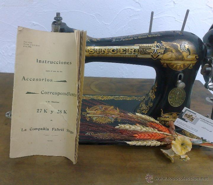 Antigüedades: COMPLETA Y ANTIGUA MAQUINA DE COSER SINGER. - Foto 15 - 40651541