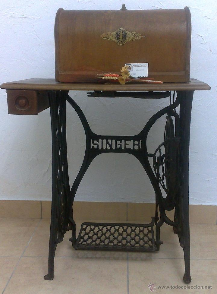 Antigüedades: COMPLETA Y ANTIGUA MAQUINA DE COSER SINGER. - Foto 31 - 40651541