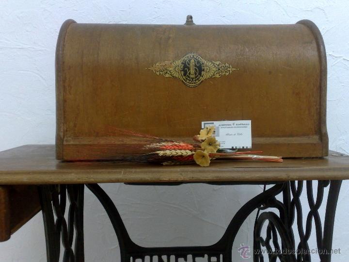 Antigüedades: COMPLETA Y ANTIGUA MAQUINA DE COSER SINGER. - Foto 32 - 40651541