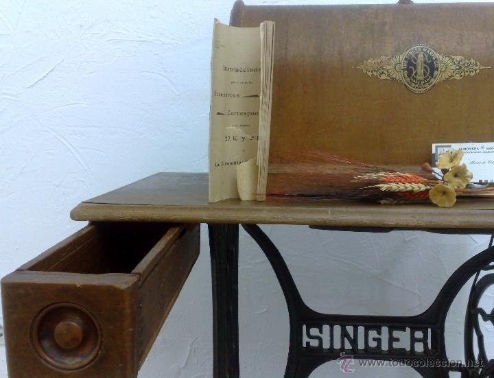 Antigüedades: COMPLETA Y ANTIGUA MAQUINA DE COSER SINGER. - Foto 33 - 40651541
