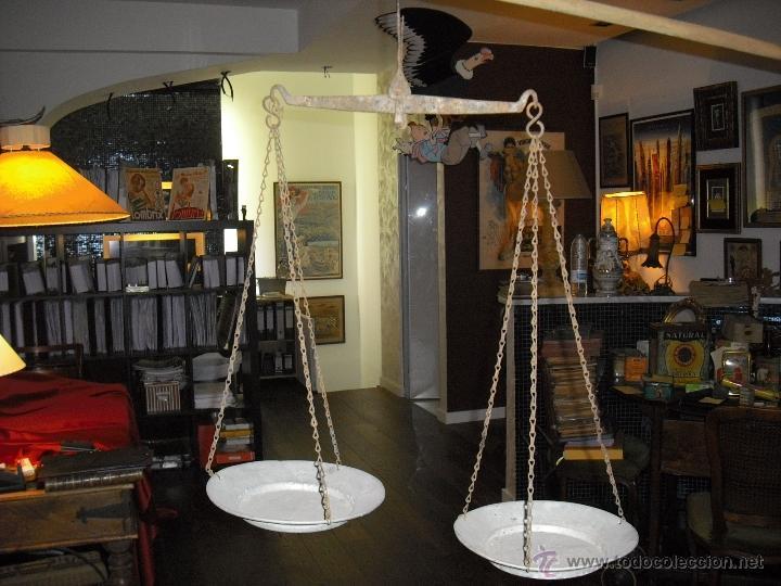 Antigüedades: balanza totalmente artesana, hierro forjado,platos hondos de aluminio - Foto 3 - 40692090