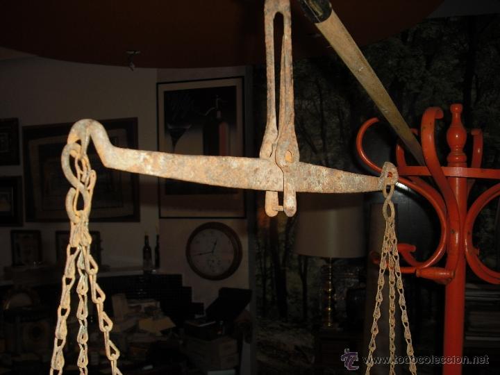 Antigüedades: balanza totalmente artesana, hierro forjado,platos hondos de aluminio - Foto 5 - 40692090