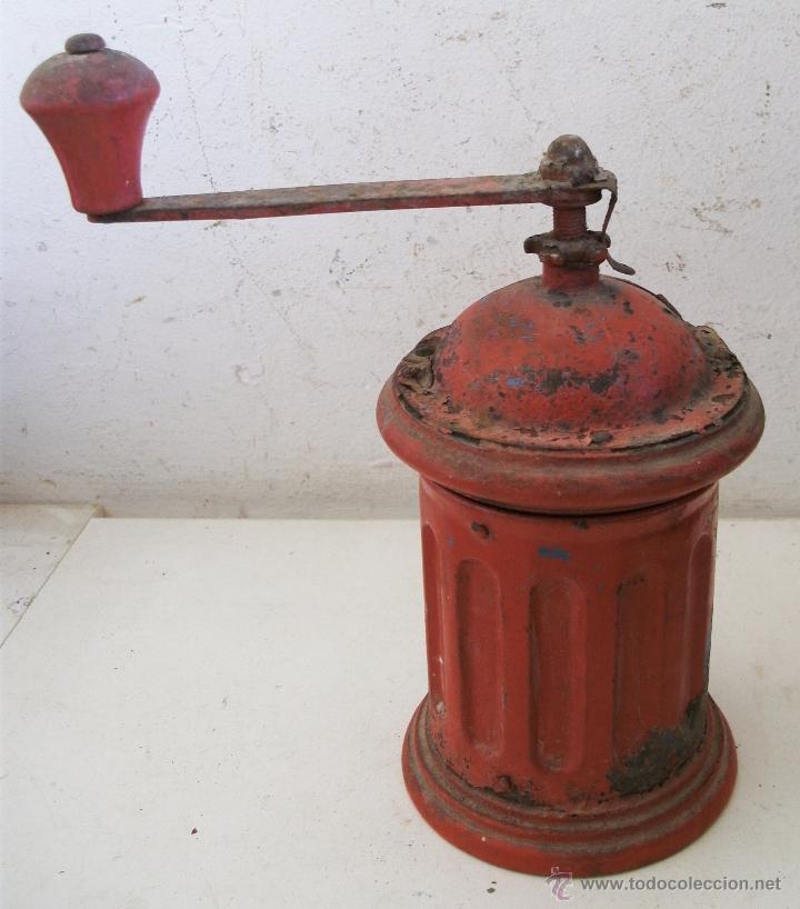 Antigüedades: molinillo de cafe redondo de hojalata / chapa y madera , con restos de oxido (20cm de alto aprox) - Foto 4 - 40706586