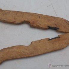 Antigüedades: CASCANUECES DE MADERA Y METAL ANTIGUO HECHO A MANO MADERA BOJ. Lote 40712231