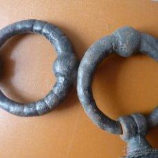 Antigüedades: LLAMADOR, MAGNÍFICA PAREJA DE ALDABAS O LLAMADORES EN FORJA, MUY ANTIGUOS. Lote 40791313