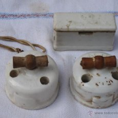 Antigüedades: LOTE DE TRES PIEZAS ANTIGUAS EN PORCELANA PARA ELECTRICIDAD.. Lote 40877061