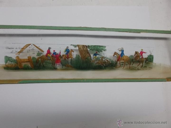 Antigüedades: LINTERNA MAGICA LOTE CRISTAL CON ESCENA DE CAZA, DOS CRISTALES 38 Y 32 CM SIGLO XIX- - Foto 2 - 40930131