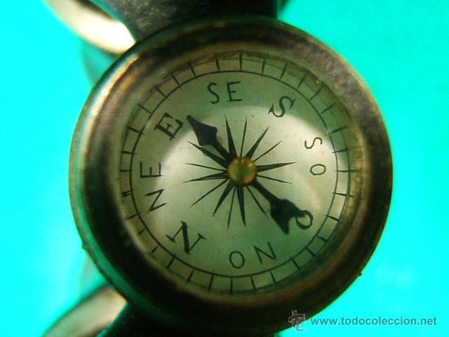Antigüedades: PRISMATICOS-BINOCULARES¿MILITATE?CON BRUJULA-CAMPAÑA MILITAR I GUERRA MUNDIAL-CUERO-METAL-10X11X5 CM - Foto 5 - 40951703