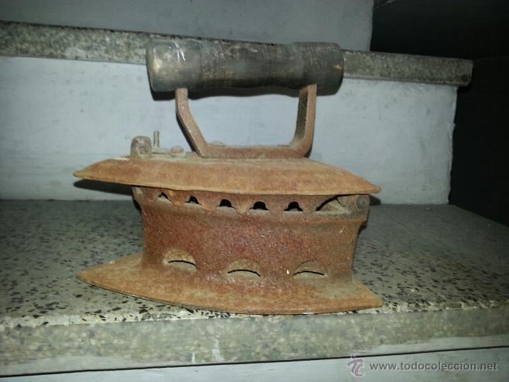 ANTIGUA PLANCHA QUE SE ABRE (Antigüedades - Técnicas - Planchas Antiguas - Carbón)