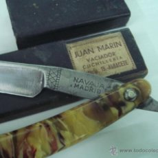 Antigüedades: NAVAJA DE AFEITAR ANTIGUA DE BARBERO MARCA FELIPE IGLESIAS MADRID CACHAS DE KAREY. Lote 69603058
