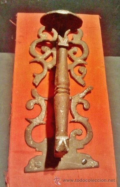 Antigüedades: Tirador de pestillo de hierro forjado del s. XVII. - Foto 2 - 41016482