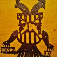 Antigüedades: MAGNÍFICO ESCUDO BOCALLAVE DE HIERRO CALADO CON ÁGUILA BICÉFALA Y LETRAS.. Lote 41016617