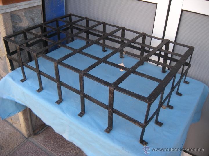 ANTIGUA REJA DE FORJA CON REMACHES 82,5 X 51 CM. (Antigüedades - Técnicas - Cerrajería y Forja - Varios Cerrajería y Forja Antigua)