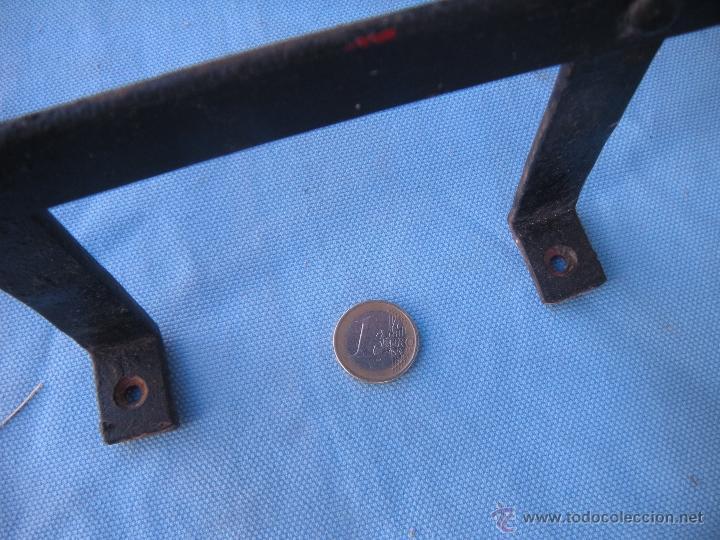 Antigüedades: ANTIGUA REJA DE FORJA CON REMACHES 82,5 X 51 CM. - Foto 2 - 41045076