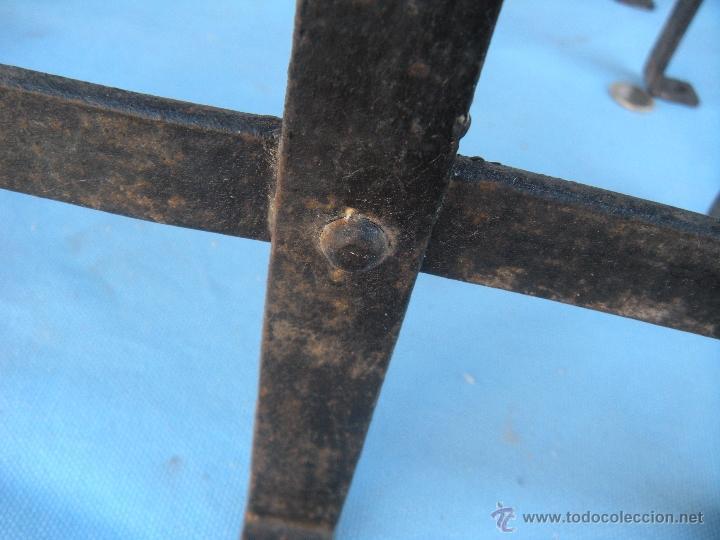 Antigüedades: ANTIGUA REJA DE FORJA CON REMACHES 82,5 X 51 CM. - Foto 3 - 41045076