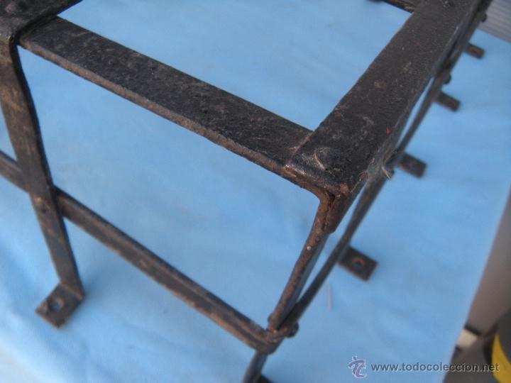 Antigüedades: ANTIGUA REJA DE FORJA CON REMACHES 82,5 X 51 CM. - Foto 4 - 41045076