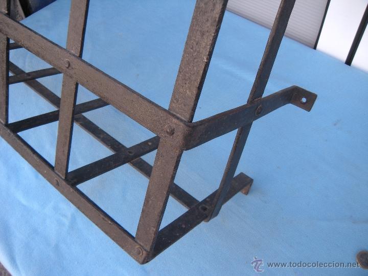 Antigüedades: ANTIGUA REJA DE FORJA CON REMACHES 82,5 X 51 CM. - Foto 5 - 41045076