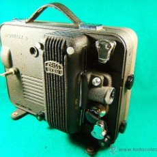 Antigüedades: PROYECTOR DE CINE MARCA ZEISS IKON MOVILUX 8-OBJETIVO CERTAR-MADE IN GERMANY-28X21X13 CM-AÑO 1950.. Lote 41055743