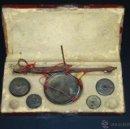 Antigüedades: BALANZA PARA PESAR ORO FIN. S. XVIII Pº S. XIX, EN SU ESTUCHE ORIGINAL. Lote 41111364