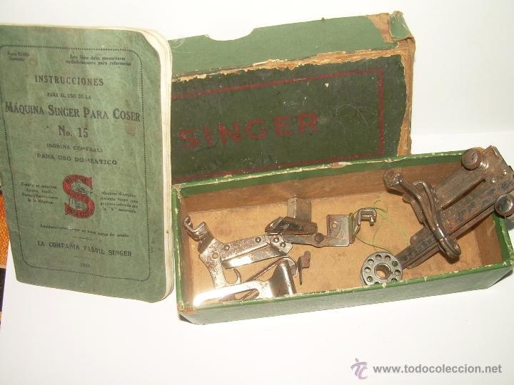 ANTIGUO CATALOGO DE INSTRUCCIONES.... SINGER.... Y CAJA CON ACCESORIOS. (Antigüedades - Técnicas - Máquinas de Coser Antiguas - Complementos)