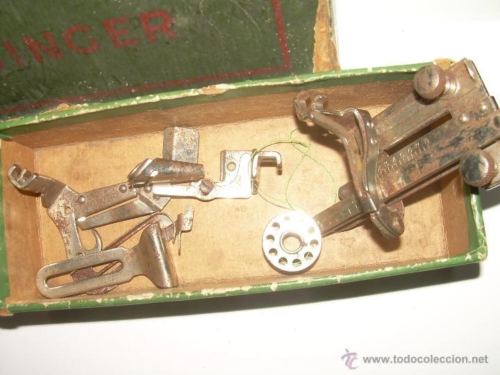 Antigüedades: ANTIGUO CATALOGO DE INSTRUCCIONES.... SINGER.... Y CAJA CON ACCESORIOS. - Foto 3 - 41115088