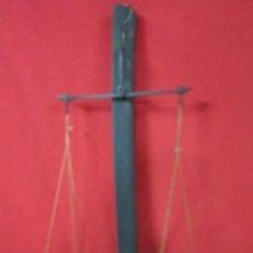 Antigüedades: BALANZA ANTIGUA DE PRINCIPIOS DE SIGLO REALIZADA EN METAL.. Lote 41162549