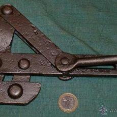 Antigüedades: ANTIGUA LLAVE RANA PARA TENSAR CABLES,FINALES DE 1800,PERFECTA. Lote 41233594