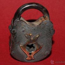 Antigüedades: ANTIGUO CANDADO EN HIERRO FORJADO. Lote 41339441