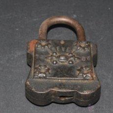 Antigüedades: ANTIGUO CANDADO EN HIERRO FORJADO. Lote 41339684