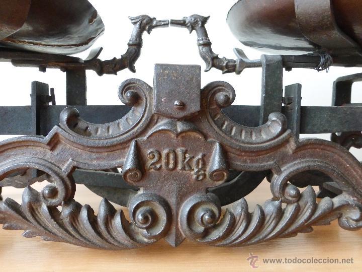 Antigüedades: BALANZA DE DOS 2 PLATOS DE 20 KILOS. JUEGO DE PESAS. 1905? - Foto 2 - 41361657