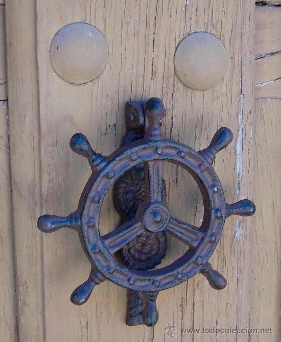 aldaba o picaporte de hierro llamador timon
