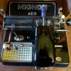 Antigüedades: ANTIGUA MAQUINA DE ESCRIBIR MIGNON Nº4 CON SU MALETA DE MADERA ORIGINAL Y FUNCIONANDO. Lote 41591647
