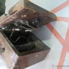 Antigüedades: ANTIGUO CUADRO ELÉCTRICO EN MADERA PARA SUJETAR EN PARED ORIGINAL DE PRINCIPIOS DEL S. XX. Lote 41682922