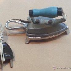 Antigüedades: PLANCHA ELECTRIFICA , PEQUEÑA , CON BASE .. Lote 41688908
