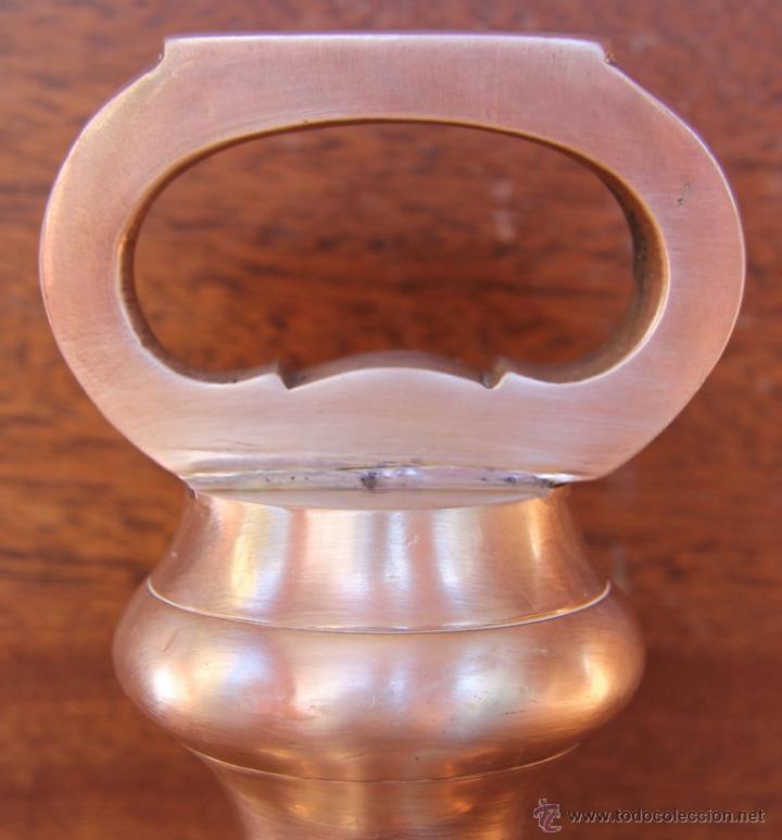 Antigüedades: PRECIOSA PESA INGLESA DE BRONCE 18 CM ALTURA, 3.125 GR MARCAS NUMERACIONES EN BASE - DECORACION - Foto 2 - 41747063