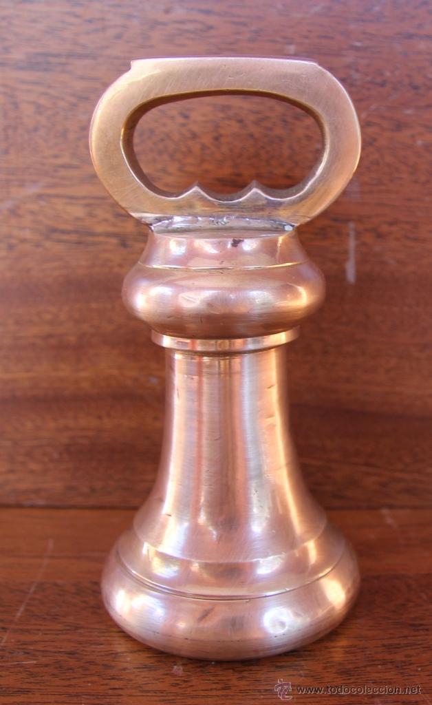 PESA DE BRONCE INGLESA DE GRAN TAMAÑO 1.790 GR 15 CM ALTURA (Antigüedades - Técnicas - Medidas de Peso Antiguas - Otras)