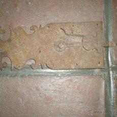 Antigüedades: MARAVILLOSO PESTILLO DE FORJA MUY ANTIGUO. Lote 41903985