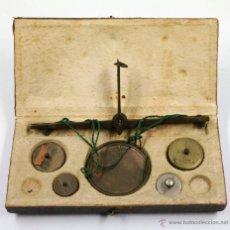 Antigüedades: BALANZAS ANTIGUAS DE PRECISIÓN CON PESAS, TAMAÑO CAJA: 14X7 CM. . Lote 42046561