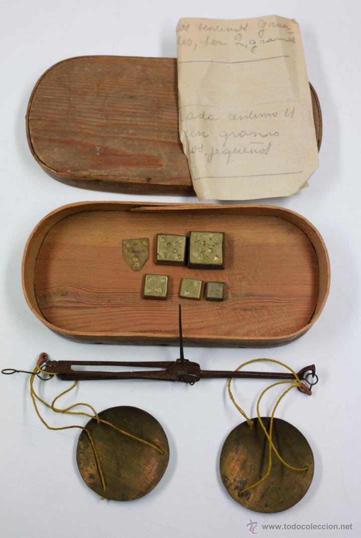 BALANZAS DE PRECISIÓN Y PESAS ANTIGUAS EN ESTUCHE DE 16,7 CM DE LARGO. (Antigüedades - Técnicas - Medidas de Peso - Balanzas Antiguas)